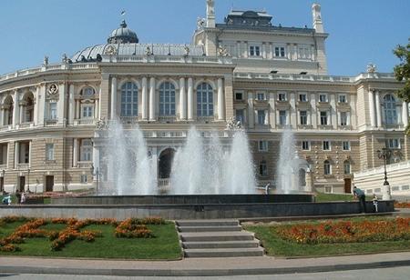 Изображение для услуги Фонтан на Театральной площади. Одесский Национальный Академический театр Оперы и Балета